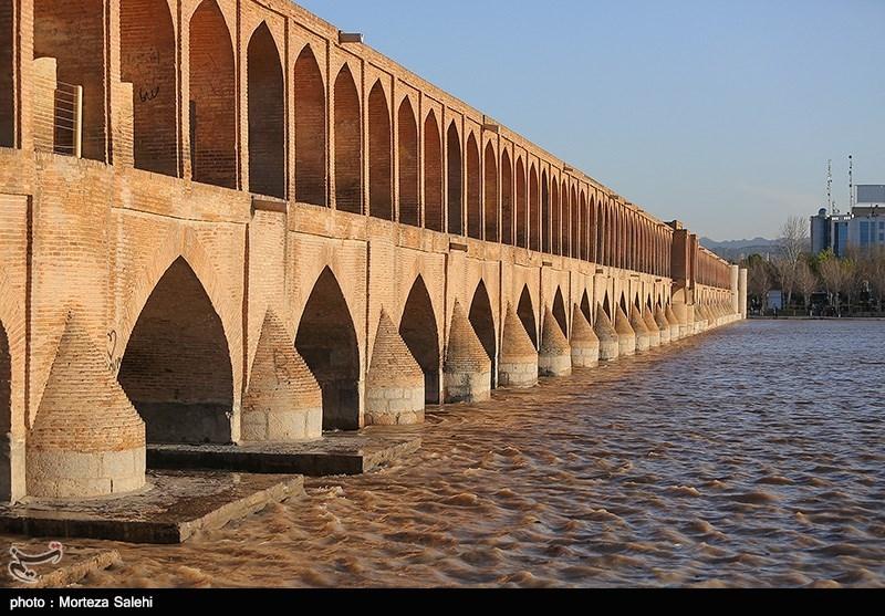 اتراق معتادها در سی و سه پل اصفهان